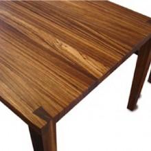 Henki-pöytä ja penkki